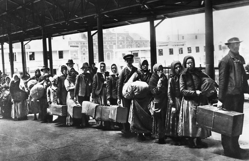 W oczekiwaniu na przyjecie, Ellis Island.