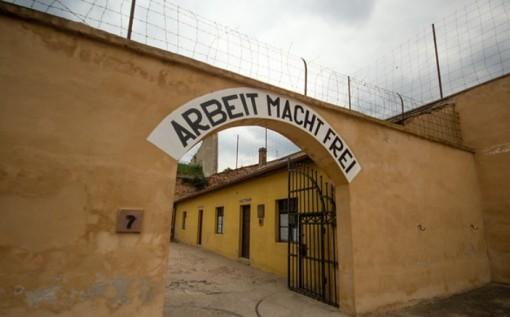 Brama obozu w Terezinie