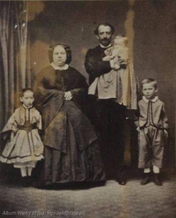 Melania i Romuald Podczascy z dziećmi
